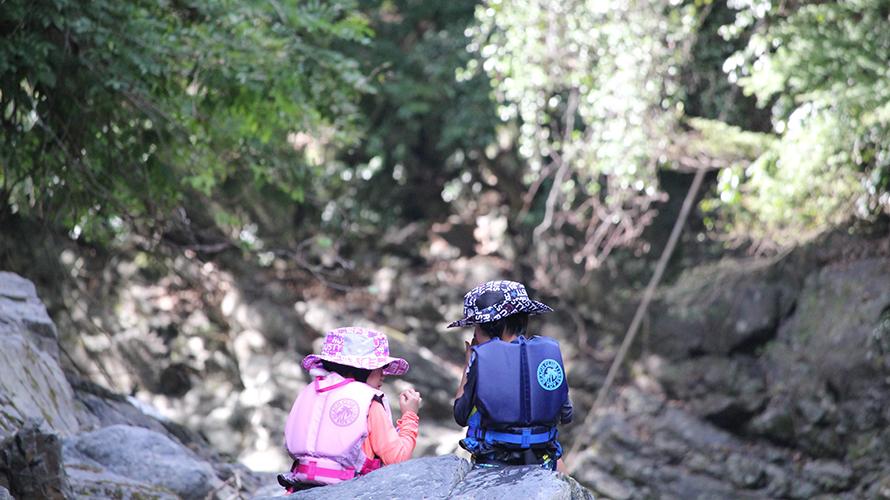 水がきれいな子供が遊べる川遊び穴場スポット!京都 清滝川